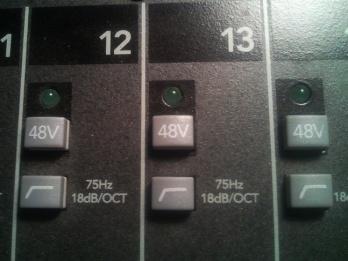 개별 입력 채널 각각에 있는 팬텀 파워 스위치